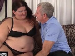 Fat beauty Juicy Jazmynne gets her pussy filled with dick