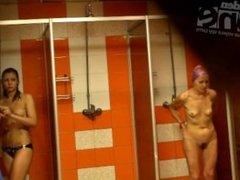 Girls bathe in public shower_1137