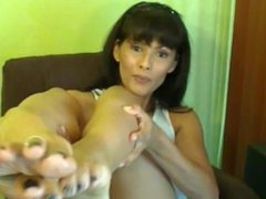 Amateur MILF wants you to stroke and cum to her soft feet