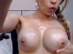 Amateur Cam Teen Girl Masturbates and Squirts with a Spoon