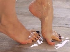 Oily arched feet