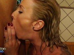 En la ducha con Angelica Castro