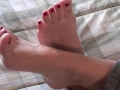 Mature feet soles & woman curls her pretty toes