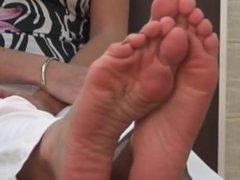 Amber model feet soles 04