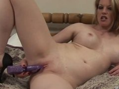 Hot milf loves to play with her pu. Drusilla from dates25.com