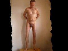 P0556 pornhub naked selfie man 7c8a1 France homme nu danser publiquement
