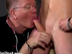 Gay man enjoying sucking and licking a big cock Inexperienced Boy Gets