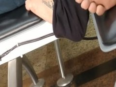 Candid tatoo feet and soles in airport