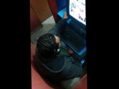 sobandose el bulto en el ciber