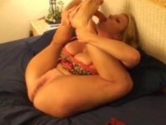 Big girl gets fucked in the ass and squirts