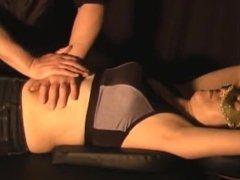Asian Belly Punch - お腹の脂肪を取る特殊マッサージ