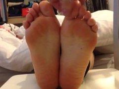 feet tickle 107