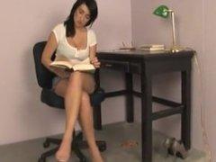 Foot stool (human carpet)