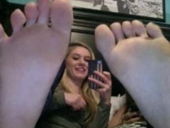 Girls show sexy feet on webcam