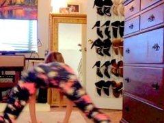 sexy white girl dancing/twerking in leggings