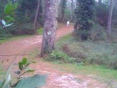 courir nu dans les bois