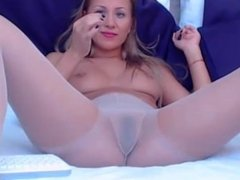 online chat from www.freecams666.net blonde cam girl with vibrator in her