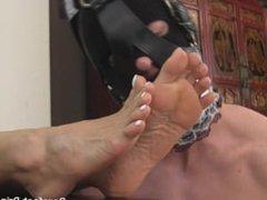 Barefoot Princess - Foot Worship and Footjob