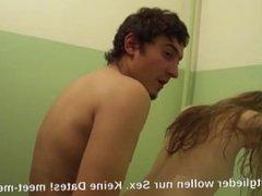 Redhead Teenie im Badezimmer gefilmt