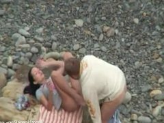 Kinky amateur couple having hardcore sex on the beach