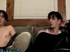 Gay orgy Barefoot Buddies Beat Off