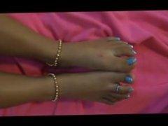 mature toes goddess Latina feet