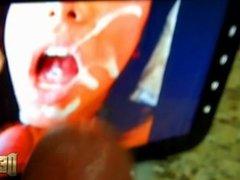 VIDEO # 92 - Punhetando e gozando no tablet IV