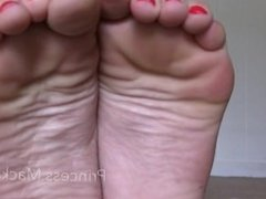 Only a loser likes feet