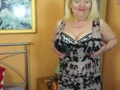 Raunchy British granny From ADULTLOVEDATING.COM playing with her hairy snat