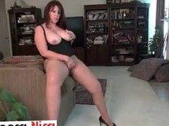 i am from milf-meet.com - American milf Lauren take
