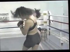 women boxing ko
