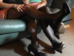 FACE PISSING IN SEXY STOCKINGS AND HIGH HEELS