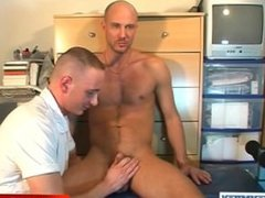 The straight guy sucker with big cock !