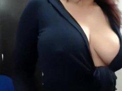 bursty boobs mama does cam