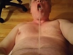 I love to piss directly in my mouth and drink alot of my own sweet pee.