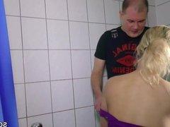 Tochter wird vom Handwerker gefickt
