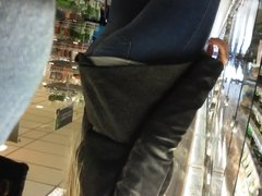 candid  Hot ass and  bulge  flash