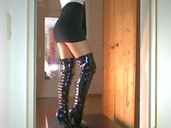 Sexy babe crushes cock and balls in overknee boots