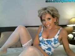 Hot Mature Milf Is So Horny For You