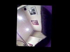 Blonde de 18 ans coquine près de Marseille espionner par un téléphone