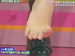 feet tv show toe spread