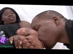 MATURE BLACK WOMAN FOOT WORSHIP