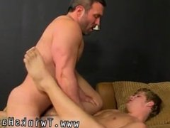Sexy movietures of sexy gay daddies with hairy legs When the muscular