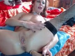 squirting milf from SEXDATEMILF.COM