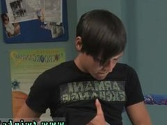 Videos porno gay teen emo The lad is enduring from a sore back so his pal