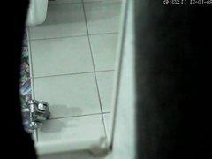 die nachbarin heimlich beim duschen gefilmt