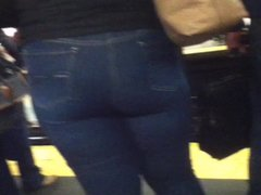 Candid Booty Milf in Jeans