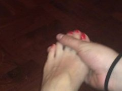 Foot Fetish GF high arched feet dangling and playing