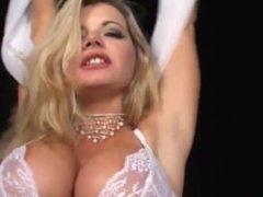 Hot Blonde Vicky Vette Mastrubates For Orgasm