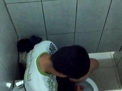 Str8 spy boy in public toilet